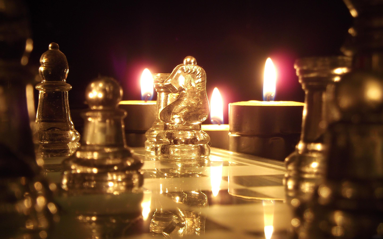 Belle échiquier en or avec ambiance bougies